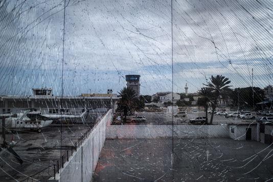 L'aéroport de Mogadiscio, ses plages, ses diplomates et ses peaux de léopard, Bruno Meyerfeld, lemonde.fr, 06/12/2016