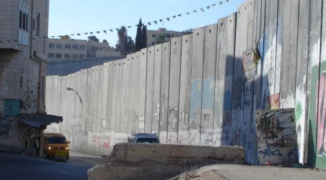 Piotr Smolar, Les emmurés de Jérusalem-Est, lemonde.fr, 30/05/2017